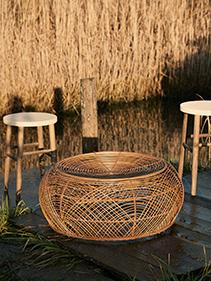 Stołki, stolik kawowy naturalny Hubsch