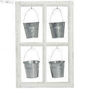 Rama okna z czterema osłonkami na doniczkę