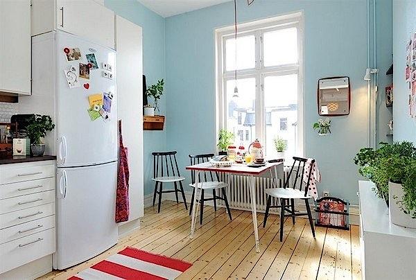 piękna drewniana podłoga w kuchni inspirowanej stylem skandynawskim