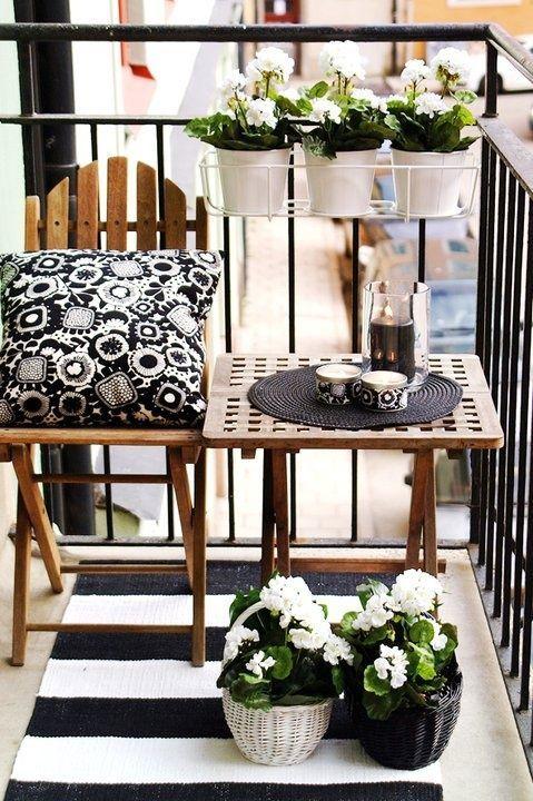 Balkon W Stylu Skandynawskim - Doniczki, Kwiaty, Dywanik i Poduszka