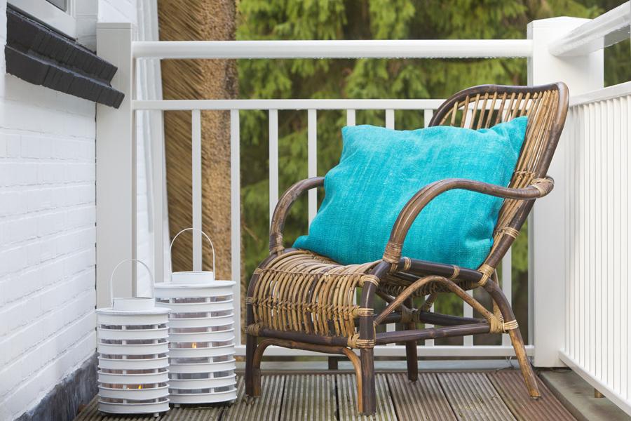Fotel rattanowy do ogrodu w stylu skandynawskim Light And Living