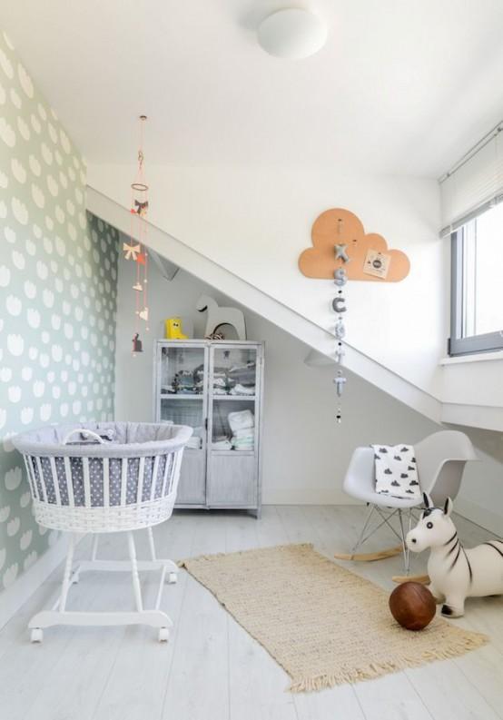 Pokój Dziecięcy W Stylu Skandynawskim - Jasne ściany, kolorowa tapeta i dekoracyjny dywanik