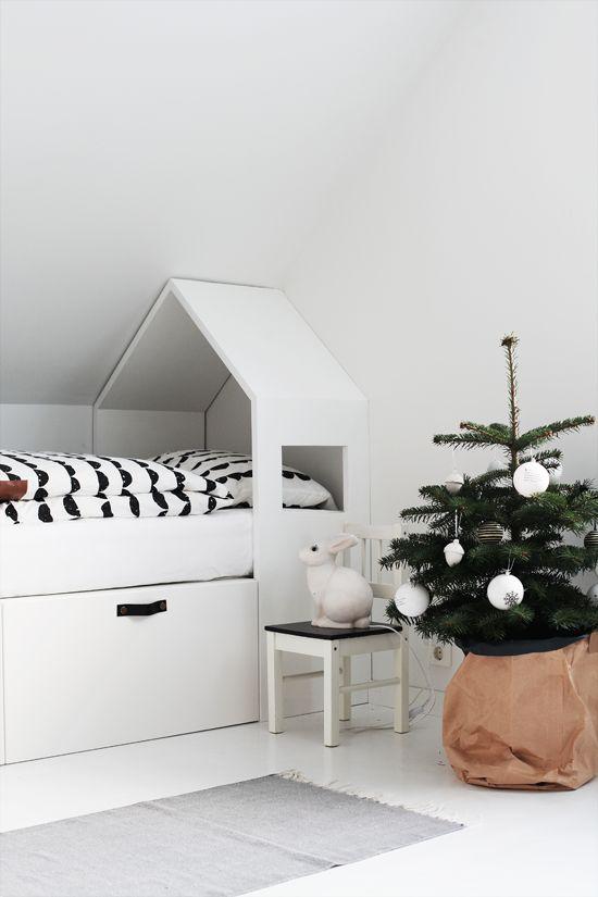 Pokój Dziecięcy W Stylu Skandynawskim - Łóżko z praktyczną szufladą na pościel