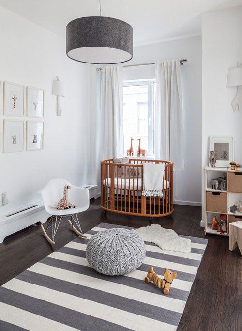 Pokój Dziecięcy W Stylu Skandynawskim - Dekoracyjny Dywan Dodaje Ciepła I Zachęca Do Zabawy Na Podłodze
