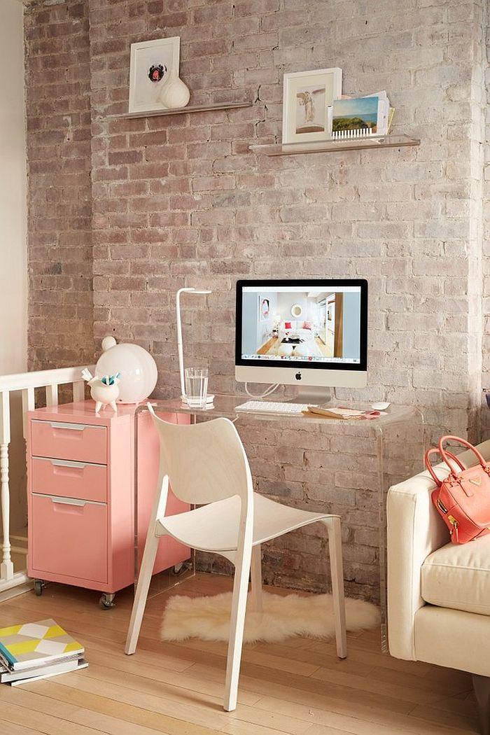 ceglana ściana to bardzo designerski element dekoracyjny - domowy gabinet w stylu skandynawskim