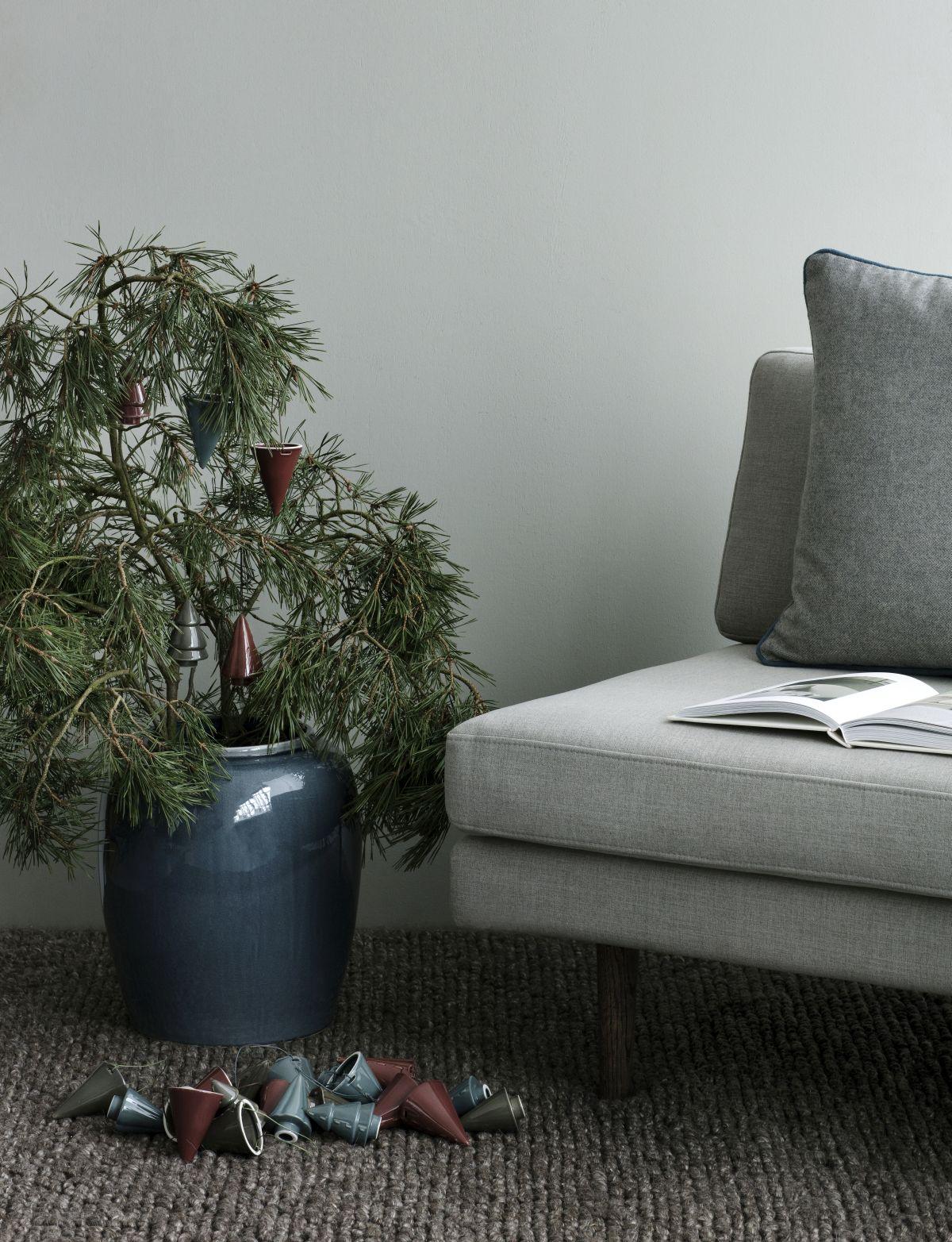 dekoracje na mini drzewku - skromna namiastka choinki do małych wnętrz - Broste Copenhagen jesień zima 2018