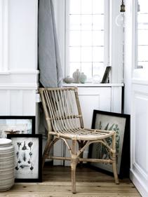 grafiki_ozdobne_oraz_wiklinowe_krzesło_Broste_Copenhagen