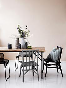Krzesła i stół drewniany House Doctor