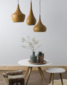 Metalowe_lampy_stylizowane_na_drewniane_Zuiver